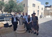 לאחר שנה: ספר התורה של הרב גץ חזר לירושלים