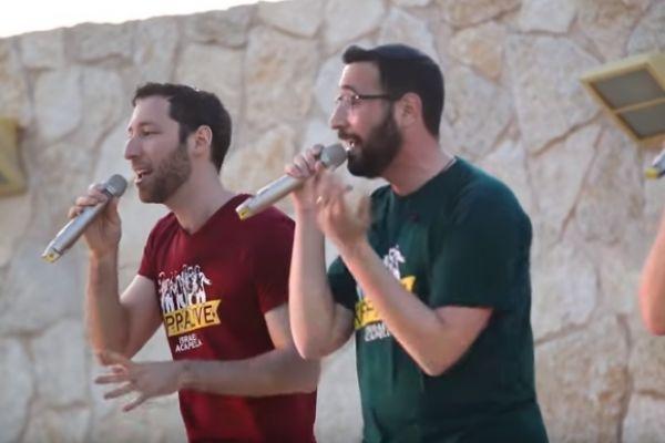 צפו: להקת 'כיפה לייב' בביצוע רדיואקטיבי