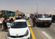 שמונה פצועים בתאונה קשה בין אוטובוס למשאית