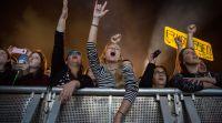 דיבור נשי, סרוגות שוברות שוויון: ריקודים בהפרדה- ניצחון לנשים