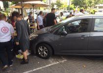 רכב דרס יושבי בית קפה ברחוב וייצמן בתל אביב