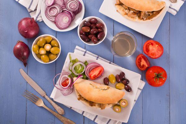 ארוחה שלמה בפיתה: 2 מתכונים ששווה לאמץ