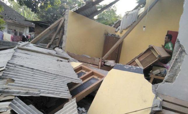 אינדונזיה: לפחות 10 הרוגים ו-40 פצועים ברעידת אדמה