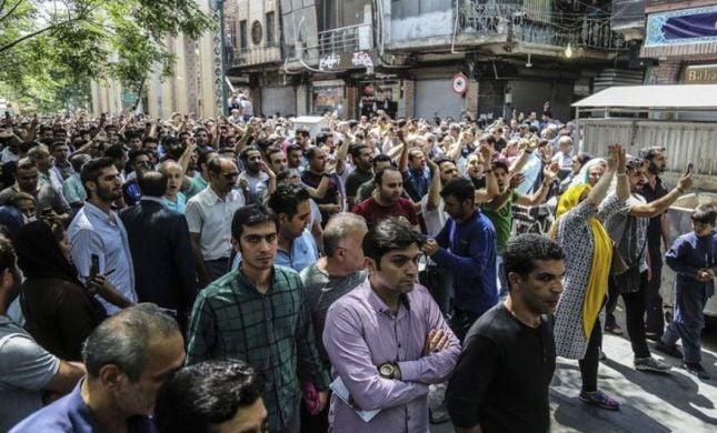 """""""מוות לדיקטטור"""": 2 הרוגים במחאות נגד השלטון באיראן"""