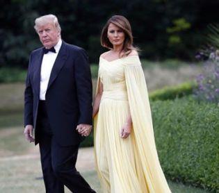 אופנה וסטייל, סרוגות בגלל השמלה: מלניה הפכה את הנשיא טראמפ לבדיחה