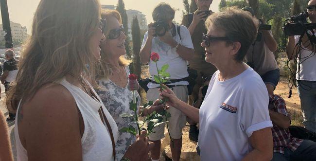 """אמהות החטופים הגיעו לבקו""""ם: """"תאבקו איתנו להחזרת החיילים"""""""