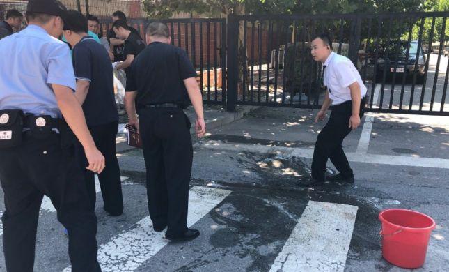 """דיווח בסין: מטען חבלה פוצץ מחוץ לשגרירות ארה""""ב"""
