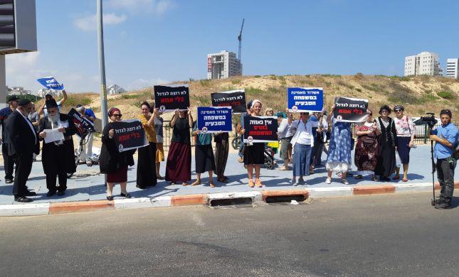"""מול מצעד הלהט""""ב באשדוד: משפחה זו אבא, אמא וילדים"""