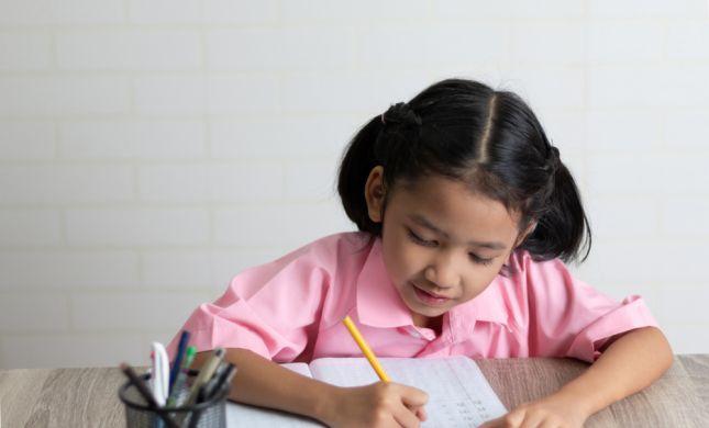 """שו""""ת: שיעורי בית מביאים ברכה לילדים"""