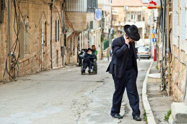 חסידות קרלין חושפת: הוראות לשימוש בסמארטפון