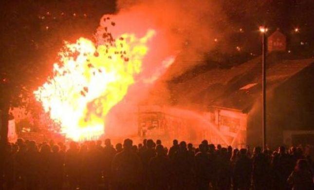 אירלנד: מפגינים שרפו דגלי ישראל במדורת ענק