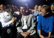 """צפו: כשאברהם פריד פגש את """"אבריימל"""" על הבמה"""