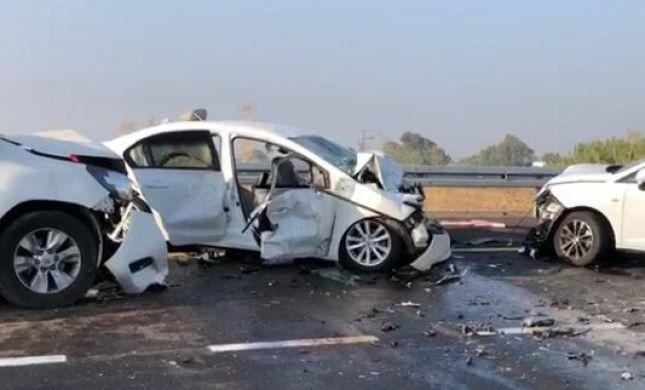 הרוגה בתאונת דרכים קשה בין שלושה כלי רכב
