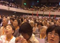 """צפו: אלפי יפנים בשירת """"השבעתי"""" בהפרדה מלאה"""