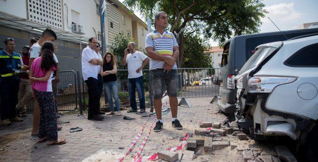 """נגד הפסקת אש: מאות תושבי עוטף עזה הפגינו בת""""א"""