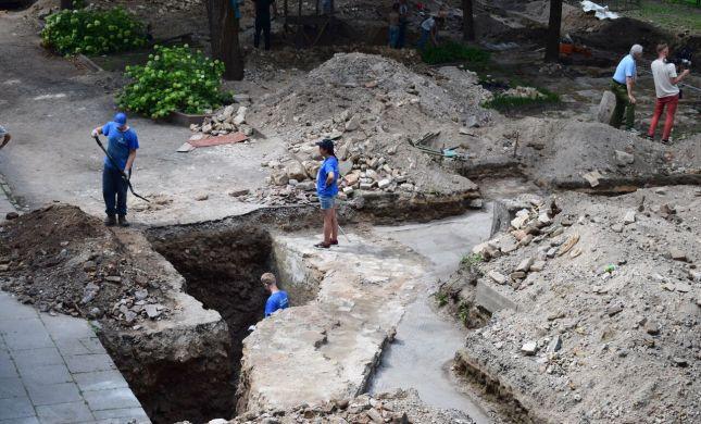 תגלית מרגשת:נחשפה בימת בית הכנסת הגדול בוילנה