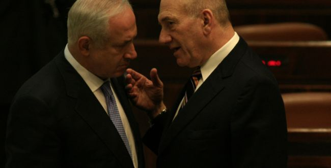 האזינו: מי יותר 'משוגע' מול חמאס, נתניהו או אולמרט?