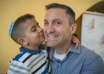 גיבור של העולם ילד | סיפור מיוחד על הצלת חיים