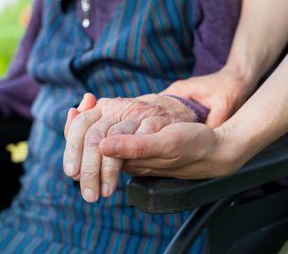 """שו""""ת שו""""ת: מה עושים כשאבא או אמא חולים באלצהיימר?"""