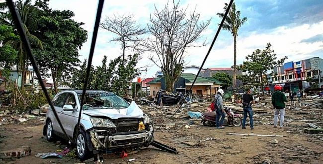 אסון באינדונזיה: 832 הרוגים בצונאמי ענק במדינה