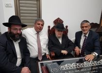 עם תמיכת הרב מזוז ואלי ישי; נציג הבית היהודי רץ ברחובות