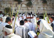 צפו: רבבות במעמד ברכת הכהנים בכותל המערבי