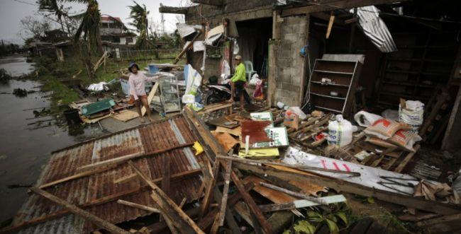 """סופות בעולם: לפחות 12 הרוגים בארה""""ב ובפיליפינים"""