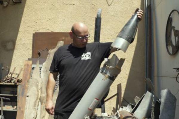 צפו: הדרך של תושב עוטף עזה להתמודד עם הטילים
