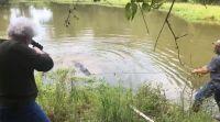 ויראלי מבצע סבתא: אישה ירתה למוות בתנין שפלש לביתה