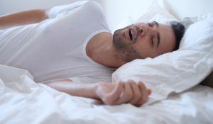 """מבזקים, שו""""ת אני נוחר; אז מי פטור משינה בסוכה- אני או בני משפחתי?"""