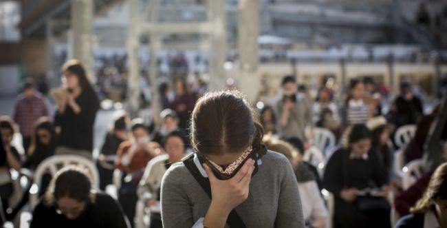 האם מותר לנשים להשתחוות בראש השנה וביום כיפור?