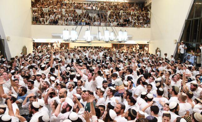 גלרית ענק: שמחת בית השואבה ב'מרכז הרב'. צפו