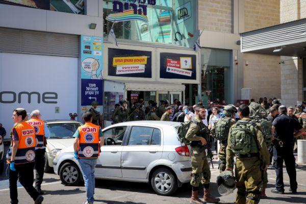 """ראש העיר הפלסטיני: """"מגנה את פיגוע הדקירה"""""""