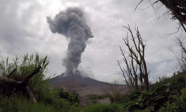 אחרי הצונאמי: הר געש התפרץ באינדונזיה