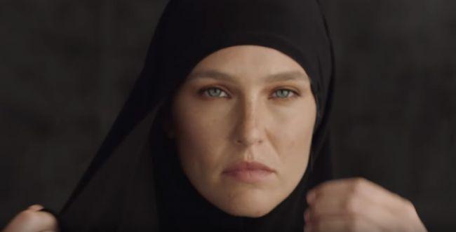 'גזענית': בר רפאלי מעוררת סערה בקרב מוסלמיות