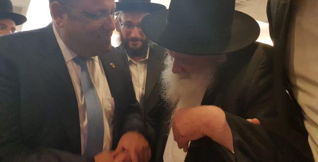 בכתב ידו: הרב נבנצל הוציא מכתב תמיכה במשה ליאון