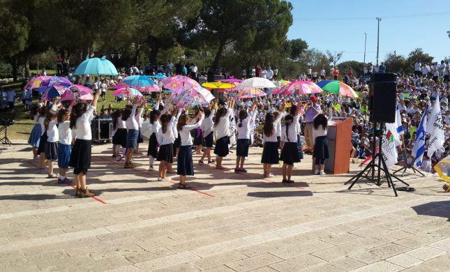 """מתפללים לגשמים: תלמידי החמ""""ד בתפילה המונית"""