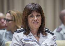 נציבת בתי הסוהר עפרה קלינגר הודיעה על פרישה