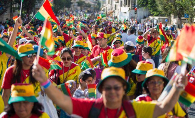תדהמה: מיסיונרים הטיפו למשתתפי צעדת ירושלים