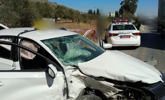 גנב מונית, ברח מהשוטרים והתנגש ברכב. מצבו בינוני