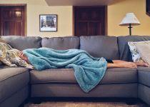 שוב נרדמת מול הטלוויזיה? טיפים שישפרו את התנומה