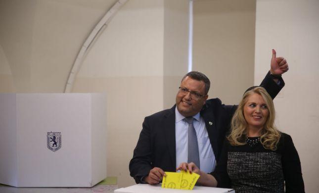 רגע ההכרעה: המועמדים בירושלים הגיעו להצביע