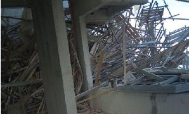 חשש ללכודים: פיגומים קרסו באתר בנייה בפתח תקווה
