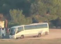 תיעוד: רגע פגיעת הטיל באוטובוס בעוטף עזה. צפו