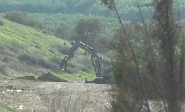 צפו: רובוט משטרתי משמיד נפל של רקטה