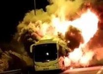 צפו: אוטובוס עולה באש בכביש 1