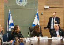 """""""איומים וקללות"""": ראש העיר טבריה הגיע לכנסת וסולק מהועדה"""
