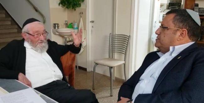 """הרב שטיינר תומך בליאון: """"חובה להתייצב מאחוריו"""""""