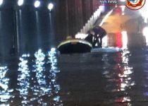 תיעוד דרמטי: חילוץ נהג שנלכד במנהרה מוצפת. צפו