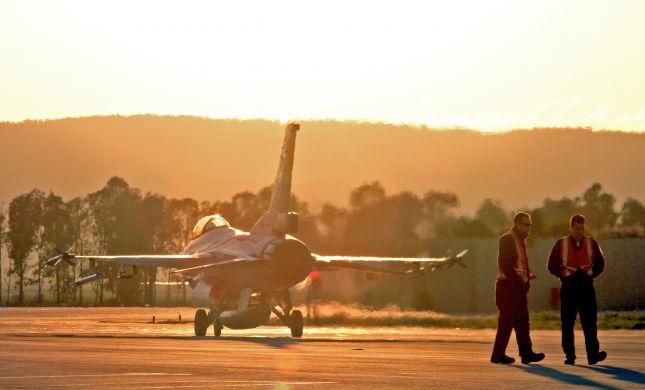 מטוס קרב הוסט מהמסלול רגע לפני שהתנגש בצוות